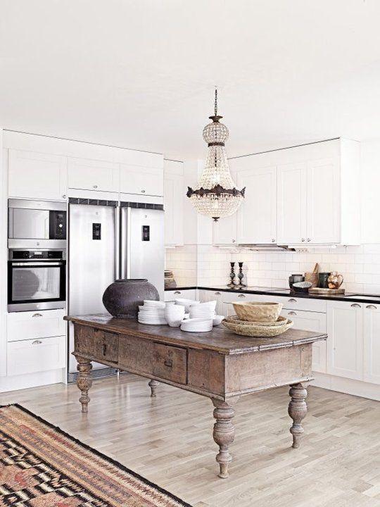 Gammel kjøkkensjenk på moderne kjøkken